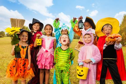 Kinder zu Halloween