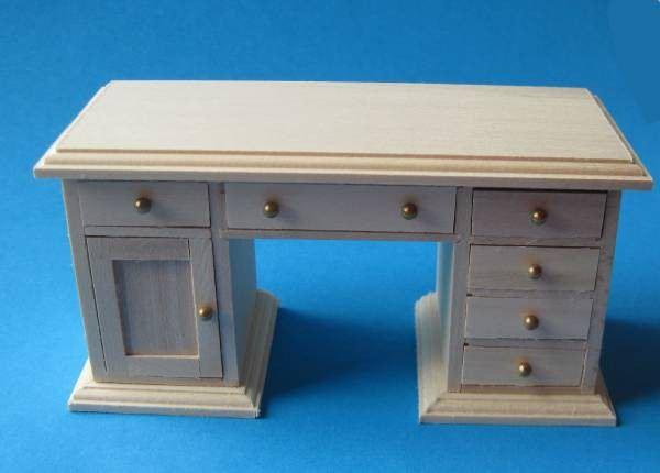 schreibtisch naturholz f r die puppenstube 1 12 puppenhaus miniaturen zubeh r wohnzimmer. Black Bedroom Furniture Sets. Home Design Ideas