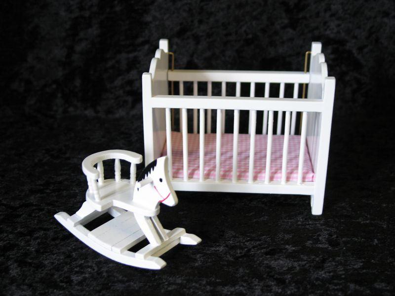 puppenbett braun mit matratze puppenhaus m bel kinderzimmer miniaturen 1 12. Black Bedroom Furniture Sets. Home Design Ideas