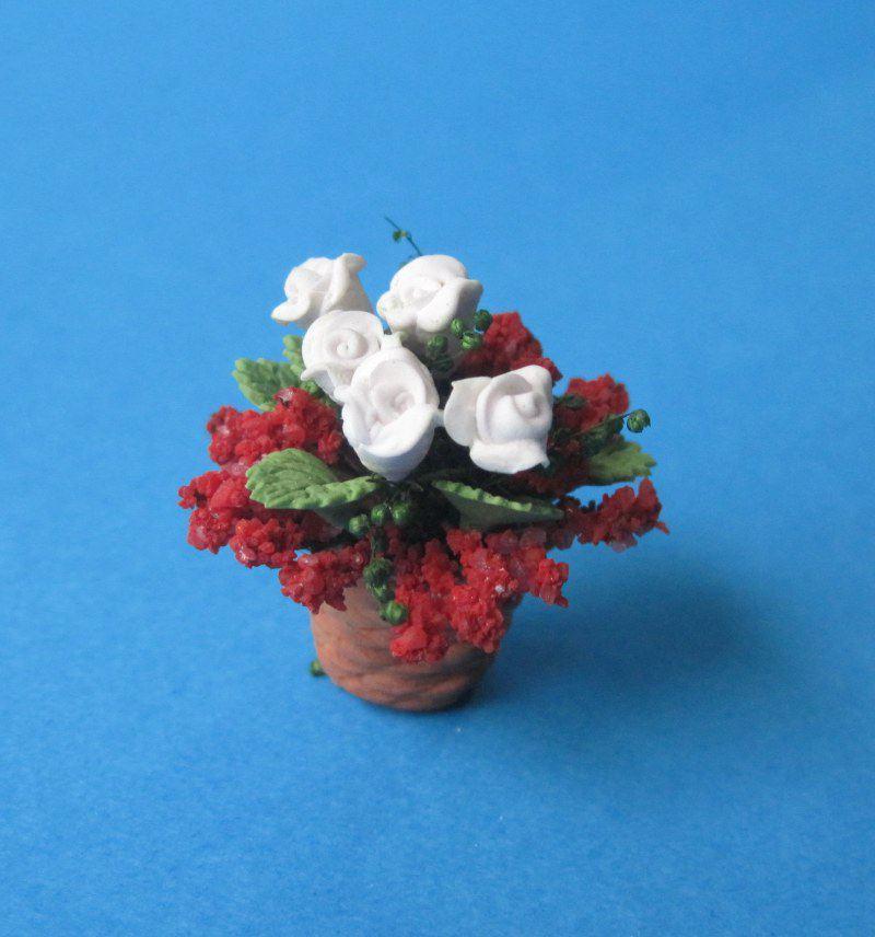 kleine fr hlingsblumen im topf puppenhaus dekoration. Black Bedroom Furniture Sets. Home Design Ideas