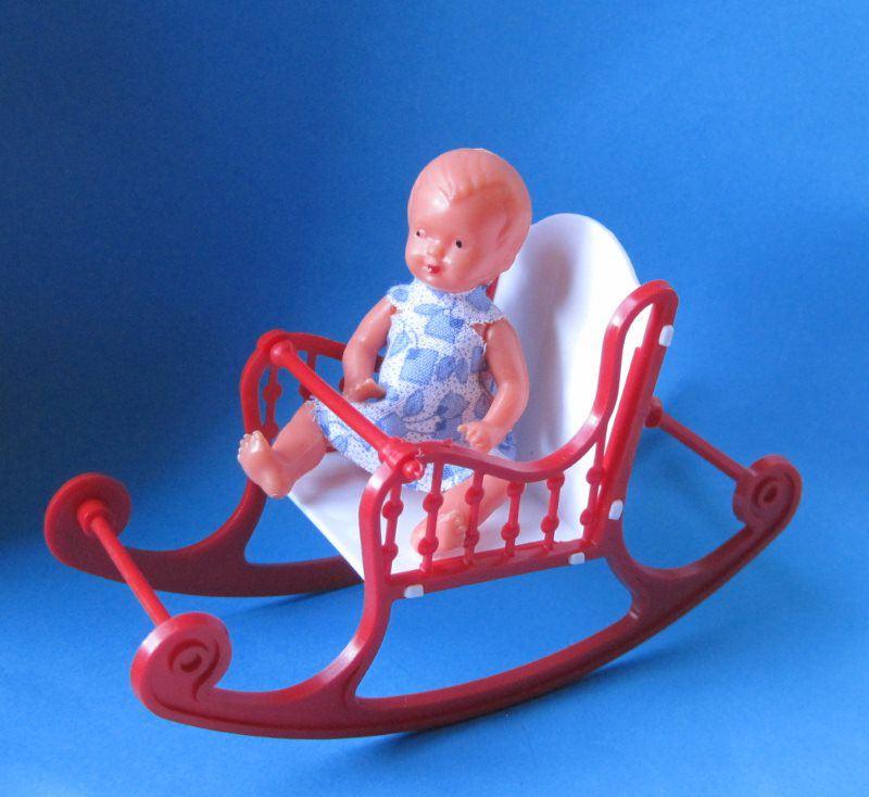 Schaukelstuhl klein rot mit puppe puppenhausm bel schwenk miniaturen zubeh r kinderzimmer - Schaukelstuhl kinderzimmer ...