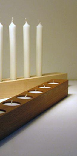 raumgestalt brennholz kerzenhalter aus eiche f r stabkerzen und teelichter bei tischlerei. Black Bedroom Furniture Sets. Home Design Ideas