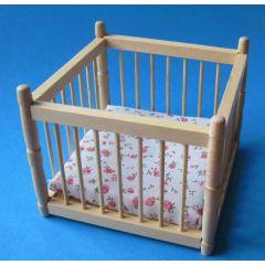 Laufgitter Laufstall mit Matratze Puppenhausmöbel Kinderzimmer Miniatur 1:12