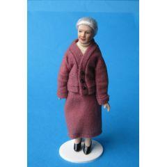 Oma Großmutter im rosé Kostüm Puppe für die Puppenstube Miniatur 1:12