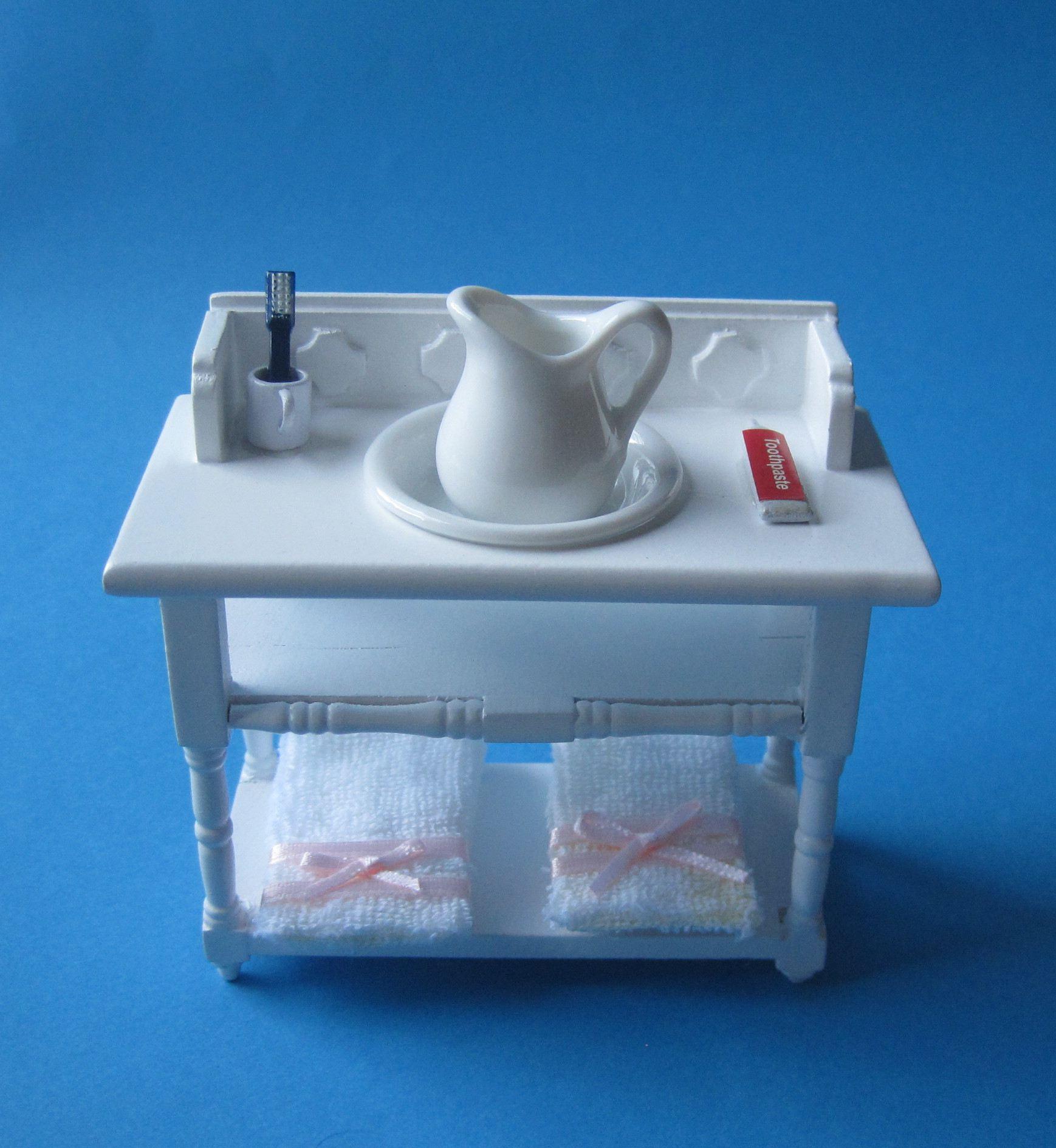 badezimmer waschtisch weiss mit handt cher krug sch ssel puppenhaus m bel miniatur 1 12. Black Bedroom Furniture Sets. Home Design Ideas