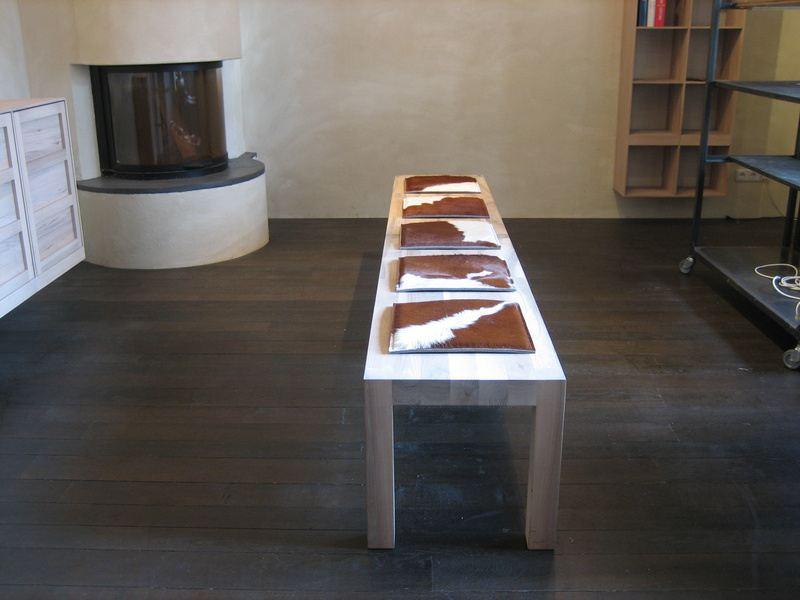 sitzauflage cow stuhlauflagen aus kuhfell und filz sitzauflagen polster sitzkissen wohnen. Black Bedroom Furniture Sets. Home Design Ideas
