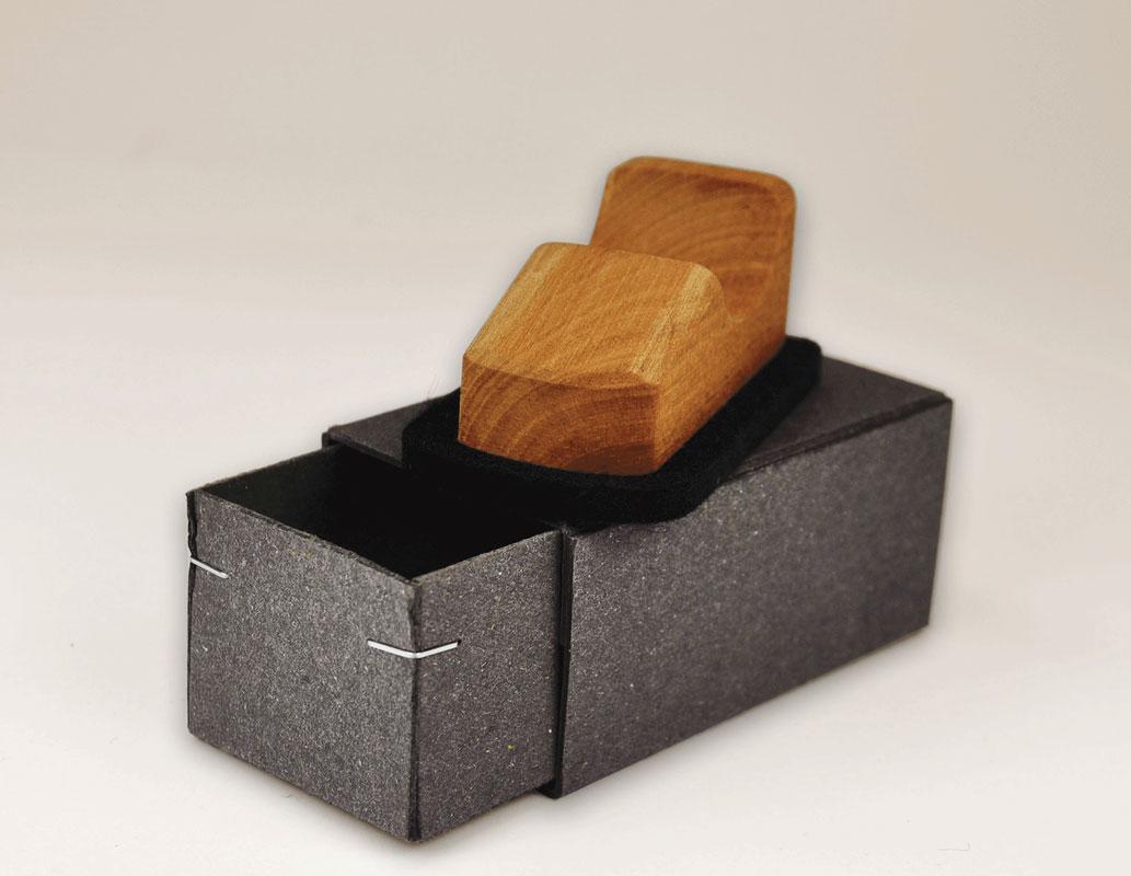autoscooter aus holz mit filzboden bildschirmentstauber. Black Bedroom Furniture Sets. Home Design Ideas