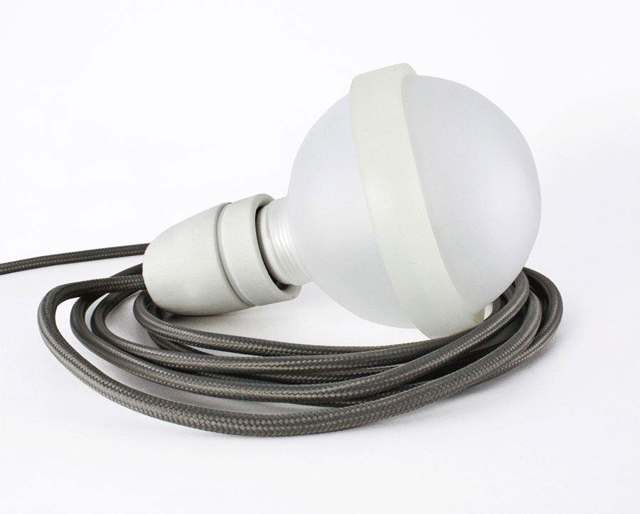 graue lampe legelampe mit grauem textilkabel lampen leuchten wohnen tischlerei kloepfer. Black Bedroom Furniture Sets. Home Design Ideas