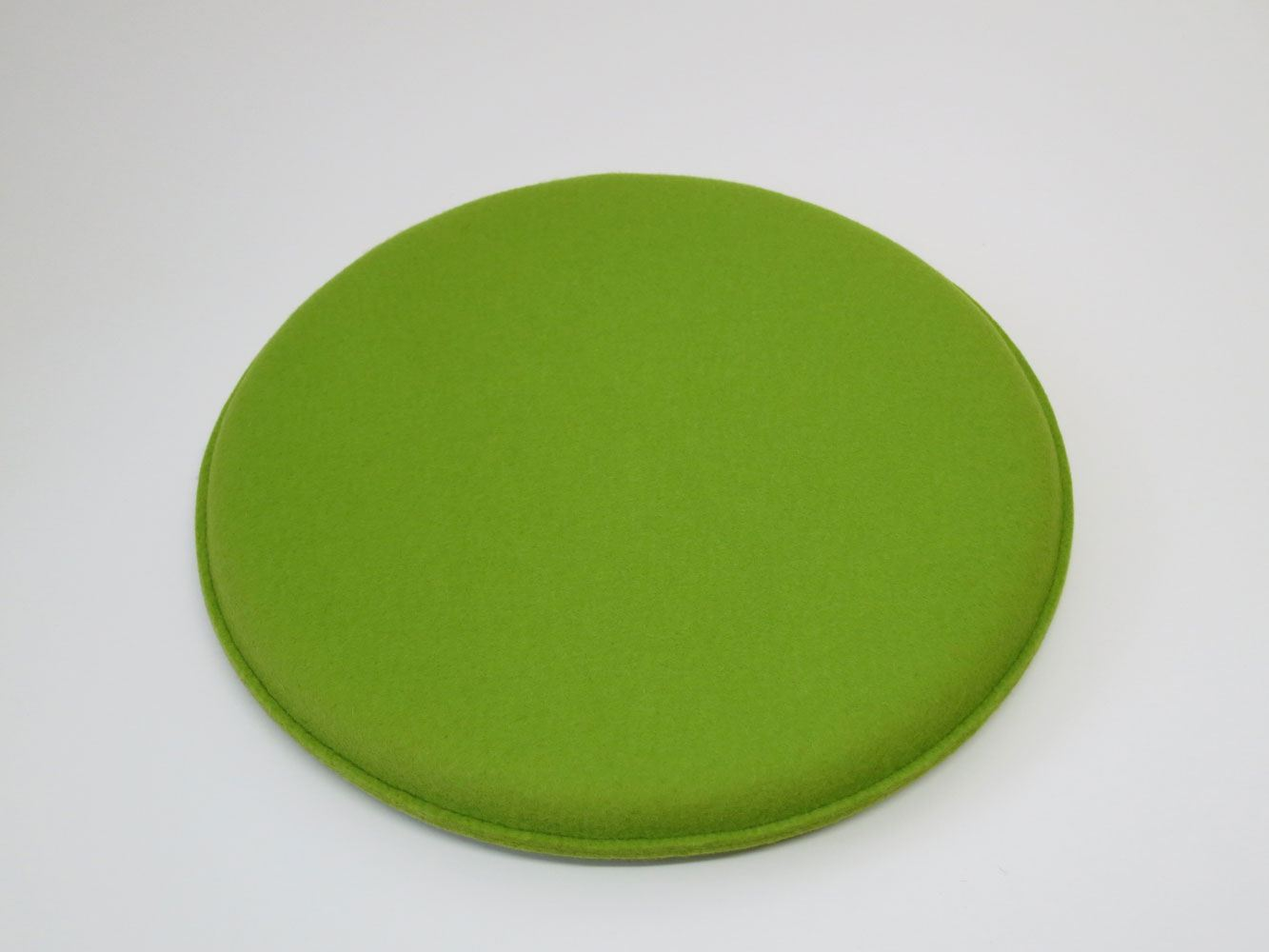 runde sitzkissen aus wollfilz d 40 cm in vielen farben von kl pfer. Black Bedroom Furniture Sets. Home Design Ideas