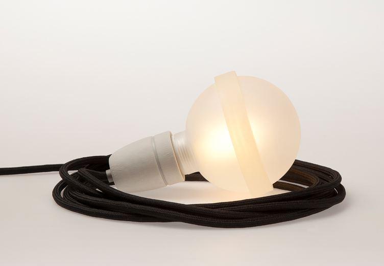 schwarze lampe legelampe mit schwarzem textilkabel lampen leuchten wohnen lafeo. Black Bedroom Furniture Sets. Home Design Ideas